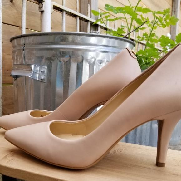 Michael kors high heels beige Size 6